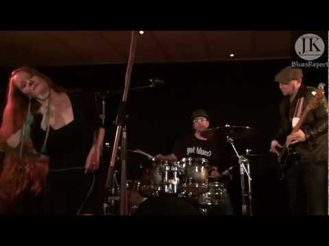 Layla Zoe & Band - I'd Rather Go Blind(Etta James)/ Osnabrück Blue Note 2011 Germany