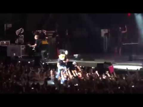 She's Country - Jason Aldean | Burn It Down Tour 2014 - Tampa