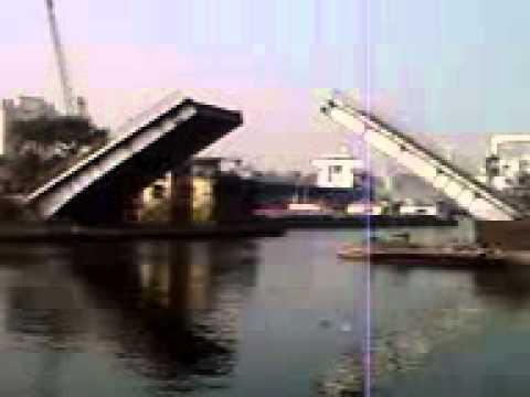 Unplugged bridge of kolkata