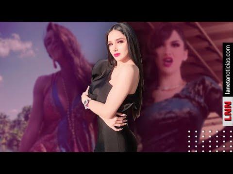 Serrath Supera Relajada Pose De Ivette Hernández Con Entallado Vestido Negro