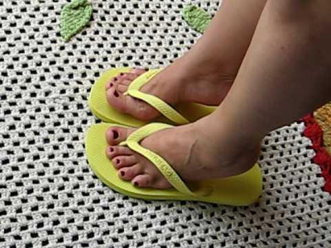 f9860ce683696 havaianas top amarelas 41 42 pezinhos 35 36 - YouTube