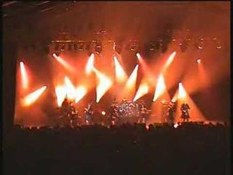 Red Hot Chilli Pipers Live - Crooked Bridge