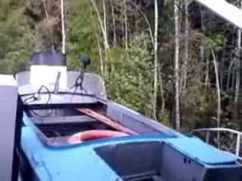 видео: Теплоход РТ не вошел в поворот. Река Васюган.