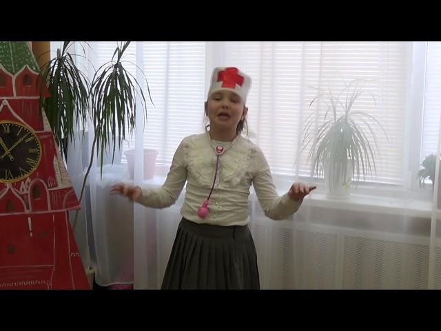 Изображение предпросмотра прочтения – АннаХодкевич читает отрывок изпроизведения «Кем быть?» В.В.Маяковского