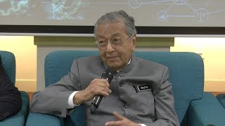 Tun M: 'Somebody' in Bank Negara knows about the land deal