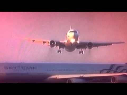 2 Air Planes Almost crash on runway 2014 AMAZING VIDEO -  JULY 2014