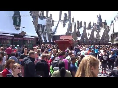 Spring Break 2016: Very crowded at Universal Studios Harry Potter World