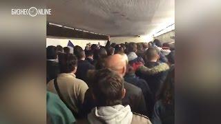 """Французы поют """"Марсельезу"""" во время эвакуации с места теракта"""