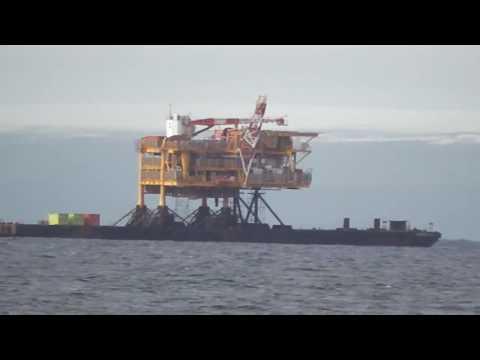 plataforma petrolera llevada en buque Punta Arenas Chile 2015