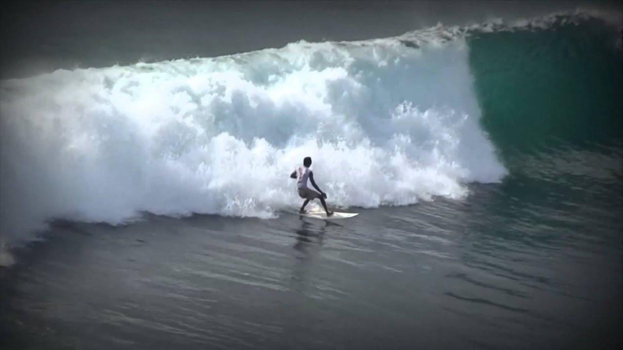 bagi anda pecinta surfing juga bisa melakukan kegiatan ini di salah satu sisi laut Raja Ampat yang cocok untuk surfing. Pokoknya, semua aktivitas anda di Raja Ampat akan begitu menyenangkan.