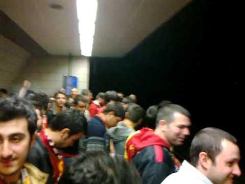 ibne kanarya metro beklerken
