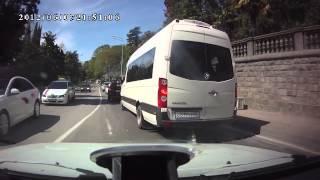ДТП свадьба в Сочи(Ваз 2107 ехавший в свадебной колонне стал причиной массовой аварии) Он не справился с управлением и въехал..., 2013-04-15T19:08:06.000Z)