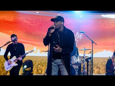 Jimmie Allen Performs 'Make Me Want To' - Live