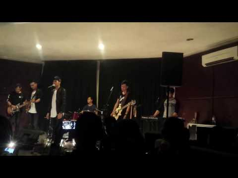 DAN Band - Aku Bukan Musuhmu (Launching New Single @Matchbox Cafe Surabaya)