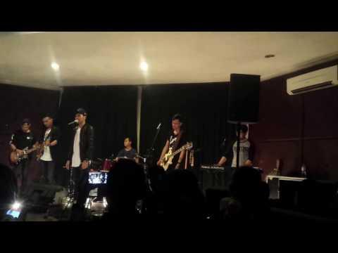 DAN Band - Aku Bukan Musuhmu (Launching New Single @Matchbox Cafe Surabaya)