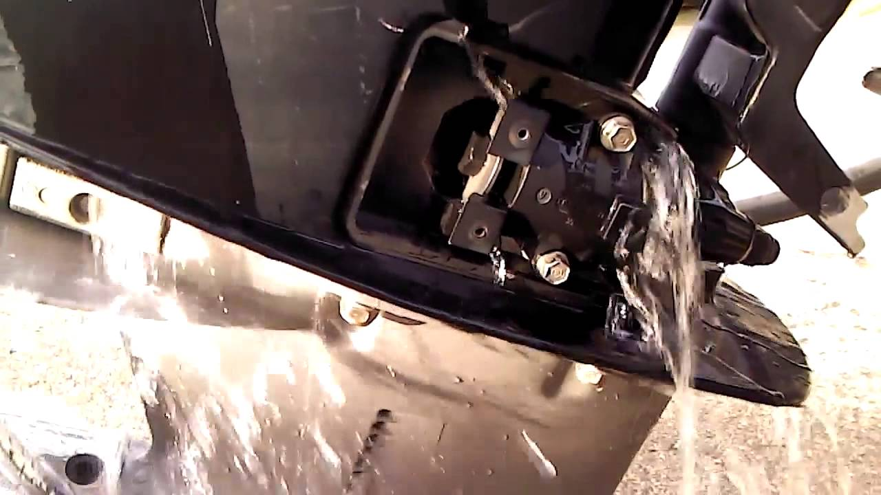 2006 Mercury Optimax Pro XS 250 - maintanence -CAN SOMEONE EXPLAIN water  drainage isues?