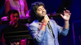 Arijit Singh singing Muskurane Live (Citylights)