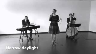 "Trio chant ""Narrow daylight"" 