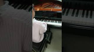 グレンツェンピアノコンクール本選 1・2年「かたつむりの夢」練習中.