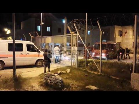 Report TV - Vlorë, zjarr në paraburgim lëndohet një efektiv i policisë