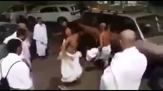 الحجاج في السعوديه يرقصون على انغام زوامل وشيلات الحوثيين أنصار الله بعنا من الله جماجمنا