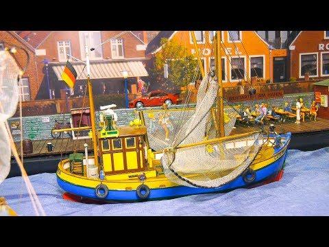 STUNNING SCALE MODEL DIORAMA FISHING PORT!! *MODEL FISHING BOATS, SHIPS, TRAWLER