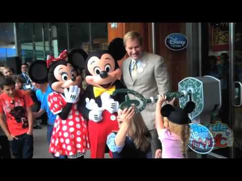 disney store santa monica opening interview with disney store president jim fielding youtube. Black Bedroom Furniture Sets. Home Design Ideas