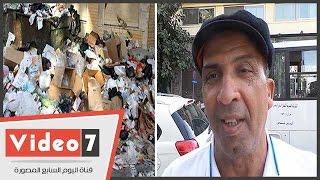 مواطن يطالب الحكومة بوضع غرامات على من يُلقى قمامة فى الشارع