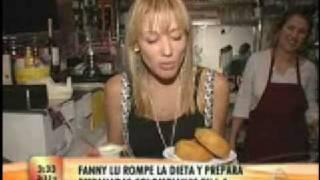 Fanny Lu haciendo empanadas en el Cafe Colombia, Burbank