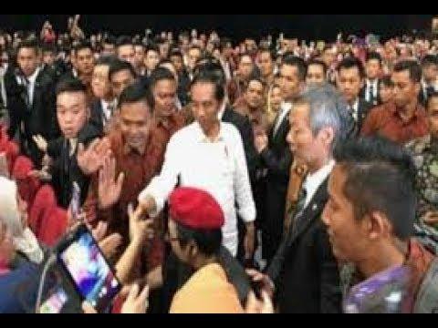 MANTAP!!Jokowi Disambut Gemuruh Ribuan WNI di Kuching Malaysia