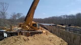 Steel erecting Grove TMS870 Crane.