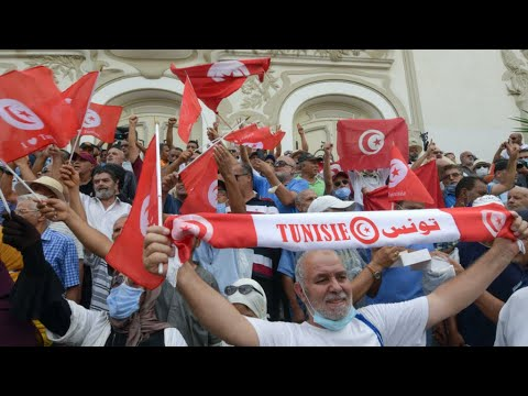 ...وقفة احتجاجية في العاصمة التونسية تدعو إلى -التمسك با  - 15:56-2021 / 9 / 18