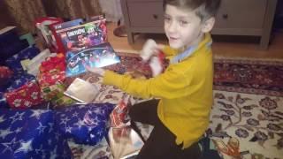 Католическое Рождество в Германии и Габриэль распаковывает подарки!