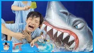 거대 상어 나타났다! 무서운 상어 피해서 바다 탈출하라 (신기함주의) ♡ 마이크로 보트 오션 레이싱 세트 장난감 놀이 챌린지 Toys | 말이야와친구들 MariAndFriends