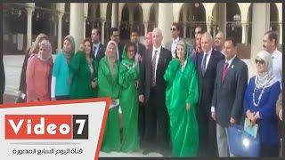 مديرة اليونسكو ترتدى «إسدال أخضر» داخل مسجد عمرو بن العاص