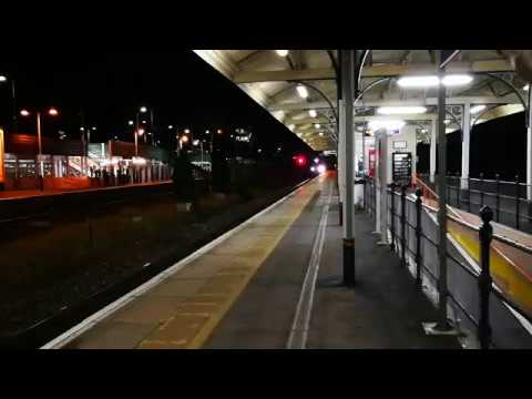 Freightliner's 4M98 Southampton Maritime to Garston speeds through Andover 21/11/17