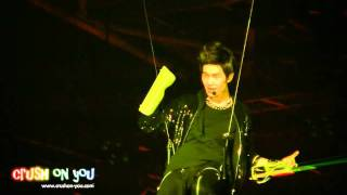 [fancam] 110611 SHINee Onew broke his laser beam in Lucifer @ SM TOWN in Paris