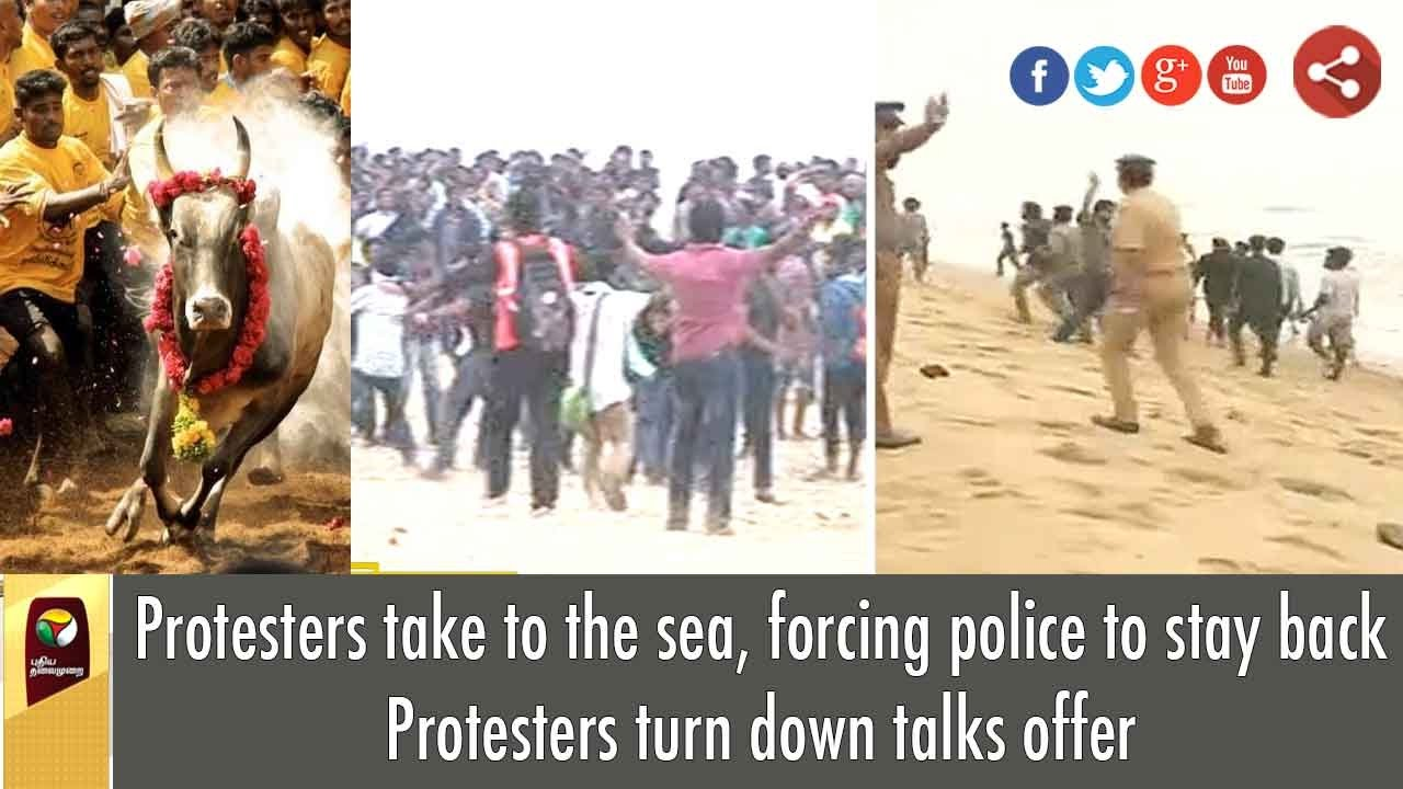 live jallikattu protesters take to sea forcing police to stay live jallikattu protesters take to sea forcing police to stay back