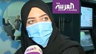 السعوديات يقبلن على جهاز لمحاكاة قيادة السيارات
