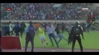 شاهد  اعتداء جماهير بوركينا فاسو على لاعبي اتحاد العاصمة الجزائري