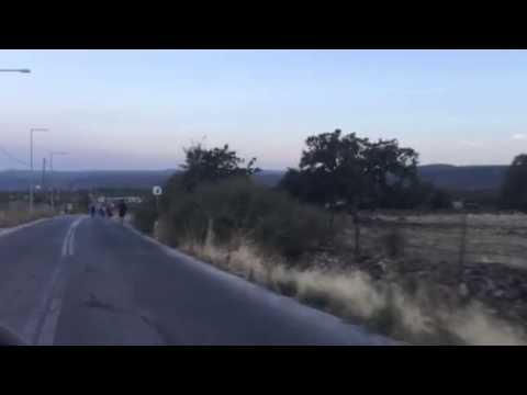 Lesbos refugees walk- VRT News