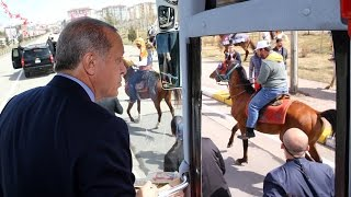 Cumhurbaşkanı Erdoğan'ı Karşılayan At Böyle Devrildi