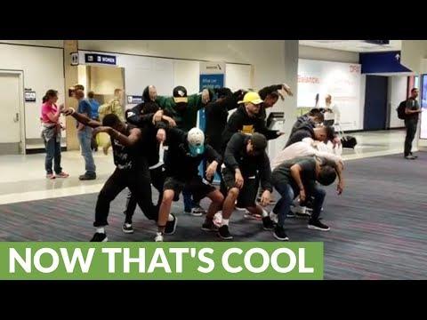 Dance crew entertains passengers during 6 hour flight delay