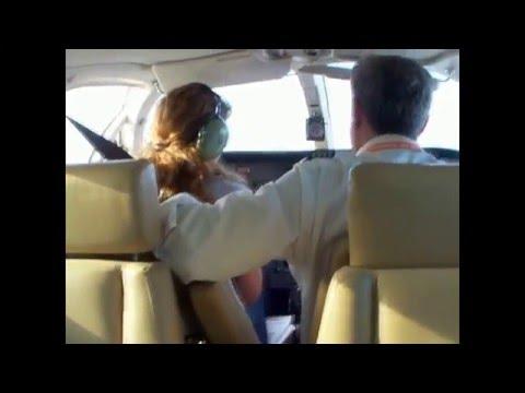 """Periodista de """"La Fonomanía"""" sobrevuela Miami en Cessna 340"""