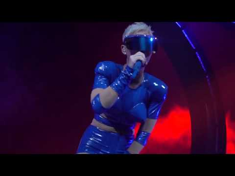 Katy Perry - Hey Hey Hey: Witness: The Tour Opening Night in Montreal (09/19/2017)