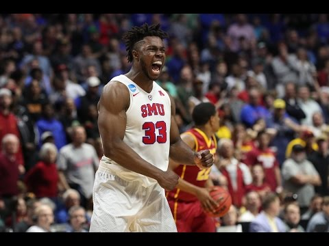 2017 NCAA Tournament: Best Dunks!