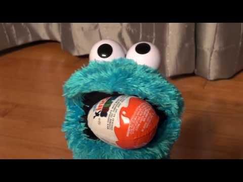 Cookie Monster Count' n Crunch opening Kinder Egg Surprises