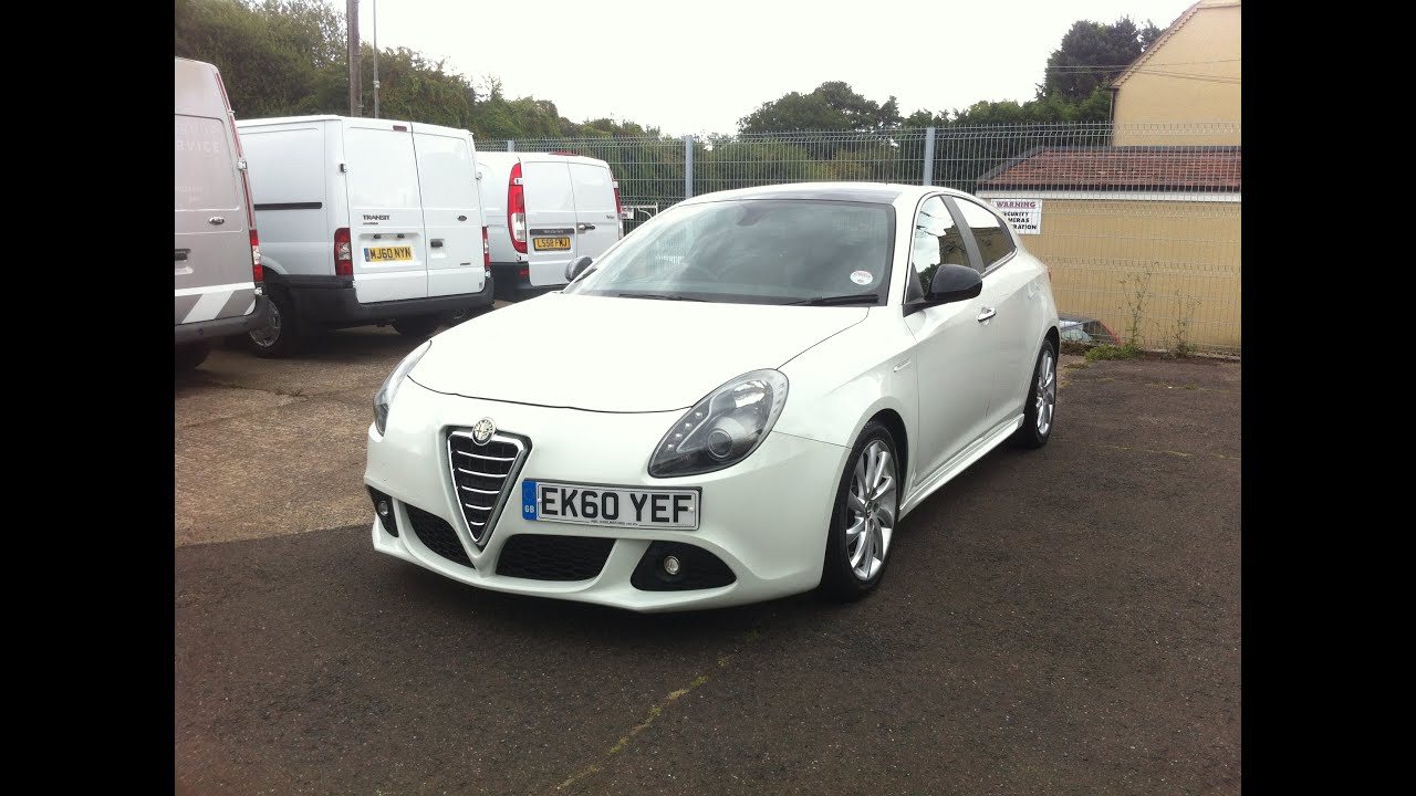 2010 alfa romeo giulietta veloce car review youtube. Black Bedroom Furniture Sets. Home Design Ideas