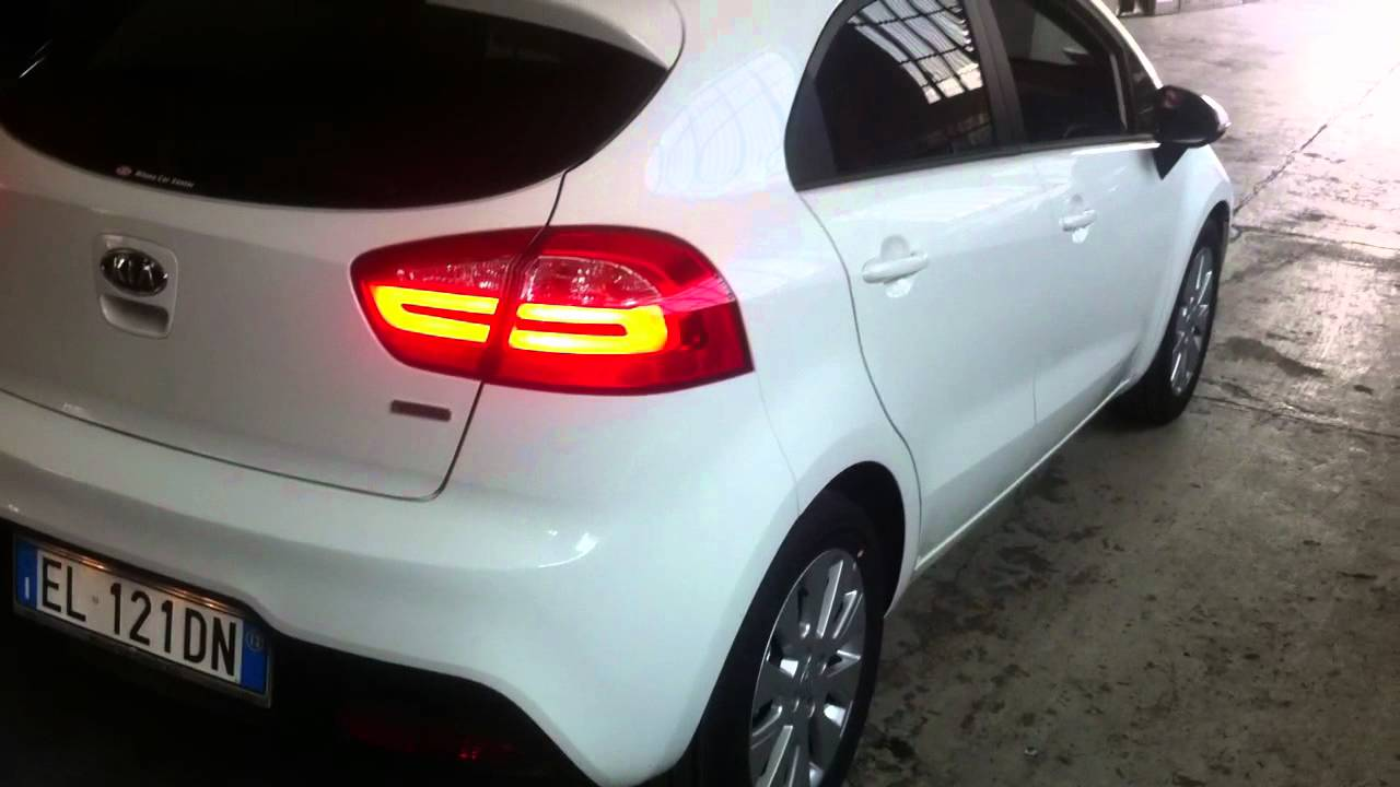 Plafoniera Targa Led Golf 7 : Installazione kia rio 2012.mov youtube