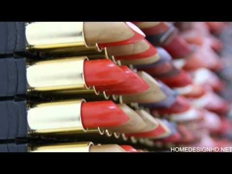 3,500 Lipsticks Portraying Famous Palestinian Revolutionary Leila Khaled